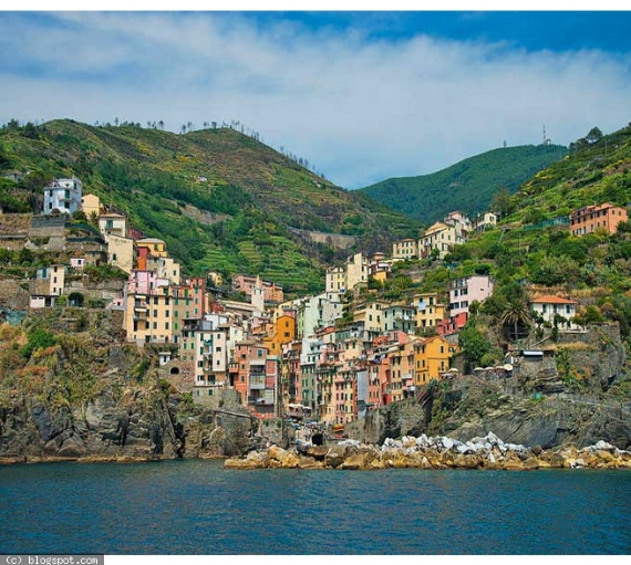 Riomaggiore An Incredible cliff-Side Village In Italy (11)
