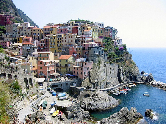 Riomaggiore An Incredible cliff-Side Village In Italy (2)