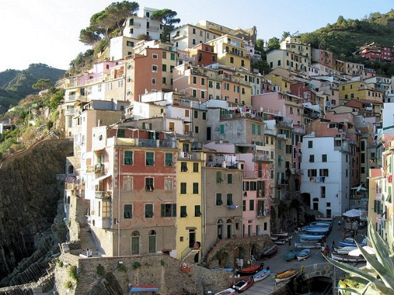 Riomaggiore An Incredible cliff-Side Village In Italy (4)