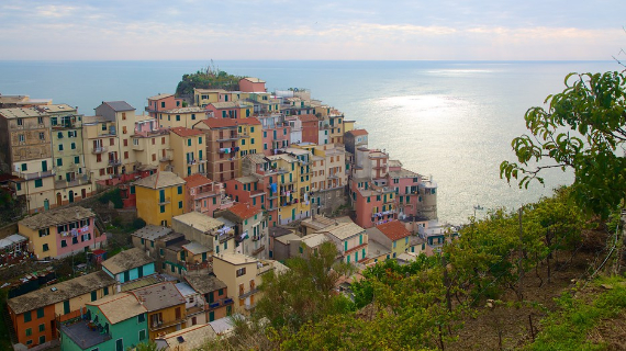 The Colorful Cliff-Side Town of Manarola , La Spezia,  Italy (14)