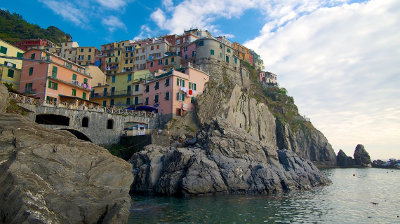 The Colorful Cliff-Side Town of Manarola , La Spezia,  Italy (19)