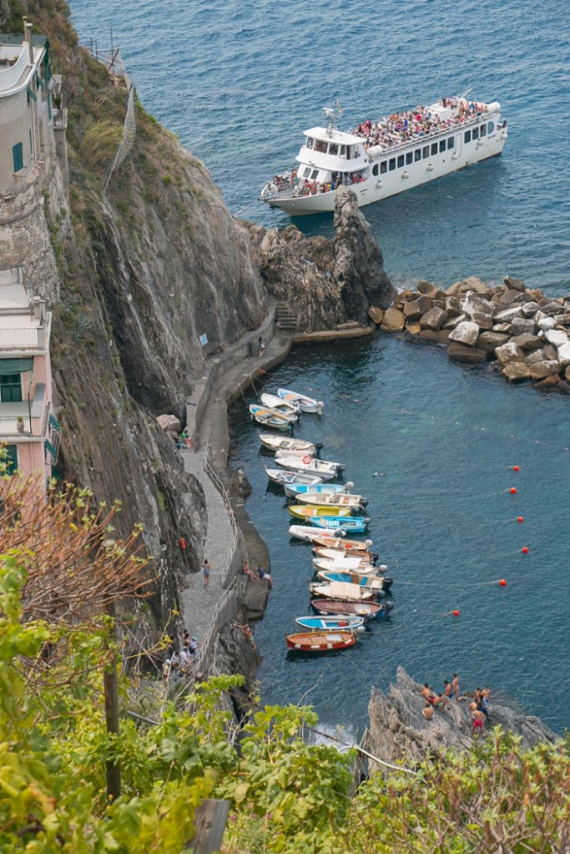 The Colorful Cliff-Side Town of Manarola , La Spezia,  Italy (5)