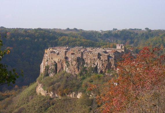 Calcata A Precarious Small Town In Italy (10)