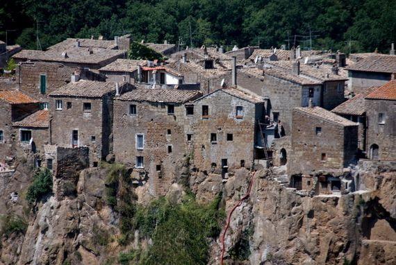 Calcata A Precarious Small Town In Italy (11)