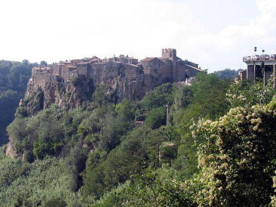 Calcata A Precarious Small Town In Italy (5)