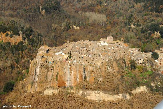 Calcata A Precarious Small Town In Italy (6)