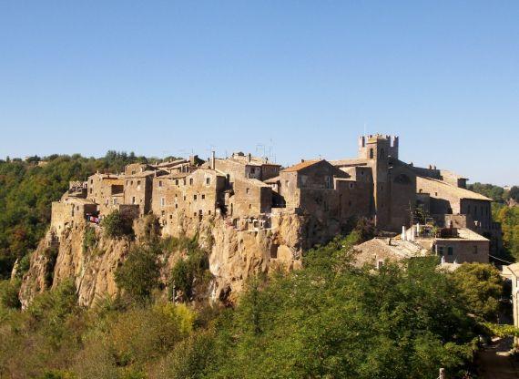 Calcata A Precarious Small Town In Italy (9)