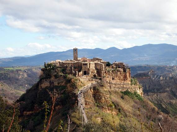 italys-civita-di-bagnoregio-jewel-on-the-hill-27