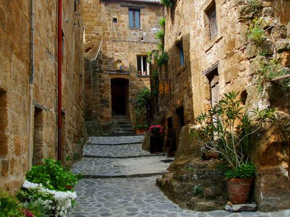 italys-civita-di-bagnoregio-jewel-on-the-hill-7