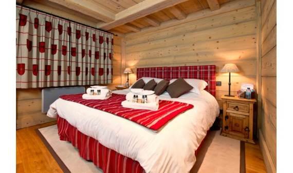 luxurious-chalet-du-vallon-offering-extended-views-of-the-alps-in-meribel-france-9