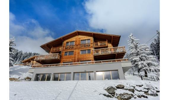 ski-resort-winter-escape-elegant-benou-chalet-in-the-swiss-alps-3