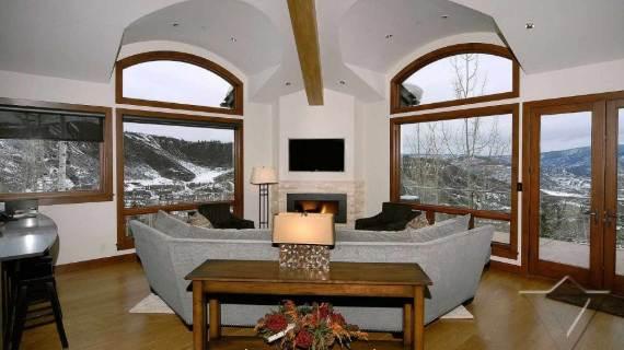 villa-ariel-inspiring-modern-home-in-aspen-with-a-charming-interior-desig-3