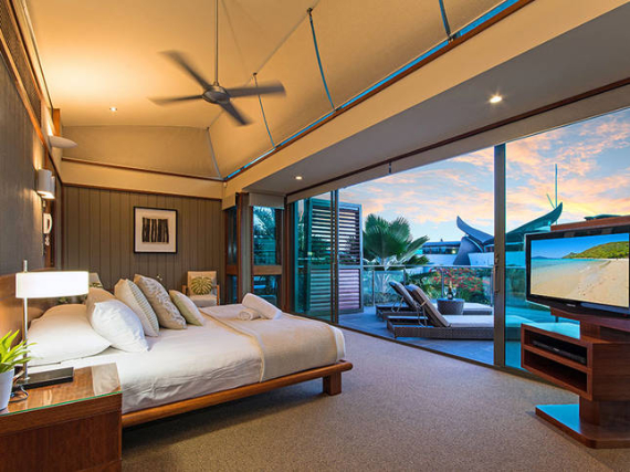 Luxury Yacht Club Villa 6 Blending in With Sea Waters Hamilton Island, Queensland, Australia (13)