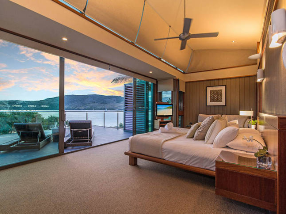Luxury Yacht Club Villa 6 Blending in With Sea Waters Hamilton Island, Queensland, Australia (37)