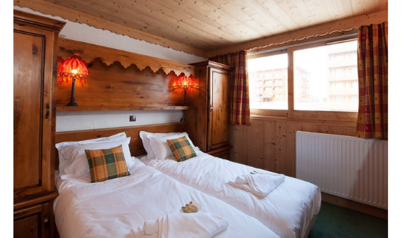a-home-away-from-home-a-stylish-and-personal-retreat-bourget-suite-la-plagne-paradiski-france-11