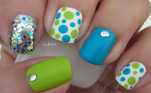 Here are many ideas collected all over the internet totally Adorable Easter nails that will get you back in the Holiday pastel mood and will put a smile on the face of everyone who sees