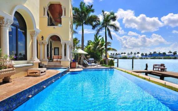 luxurious-two-level-villahotel-stella-in-miami-beach-7