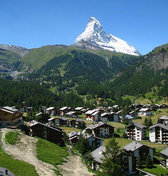 spectacular-chalet-in-switzerland-watching-over-the-iconic-zermatt-21