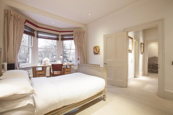 An Elegant and Spacious Apartment  in Chiswick London (14)