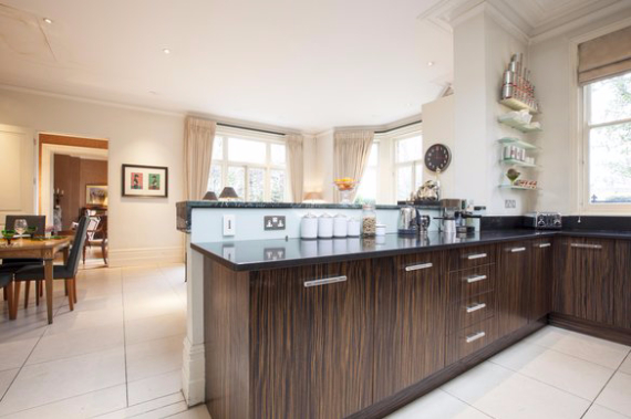 An Elegant and Spacious Apartment  in Chiswick London (30)
