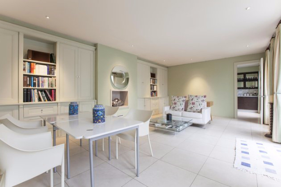 An Elegant and Spacious Apartment  in Chiswick London (33)
