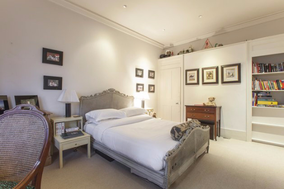 An Elegant and Spacious Apartment  in Chiswick London (34)