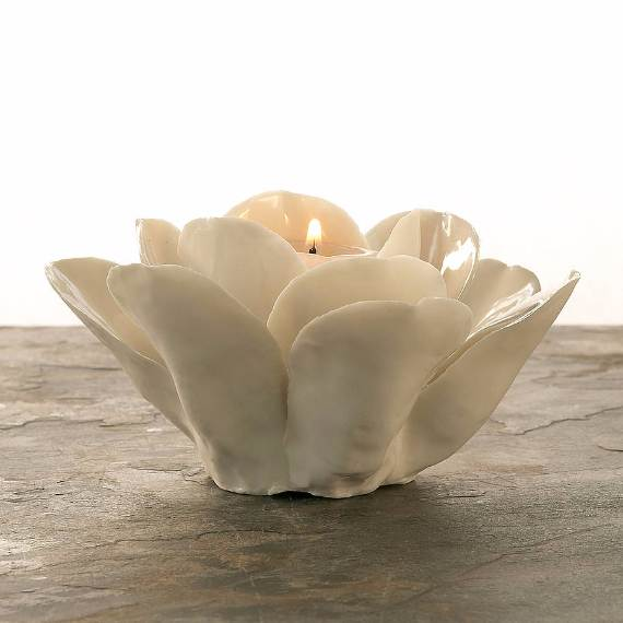 Decorative-Candles-and-Flowers-Cute-Mothers-Day-Gift-Ideas-13