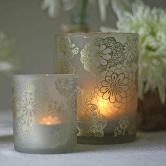 Decorative-Candles-and-Flowers-Cute-Mothers-Day-Gift-Ideas-17