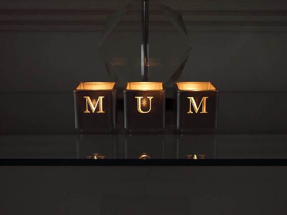 Decorative-Candles-and-Flowers-Cute-Mothers-Day-Gift-Ideas-22