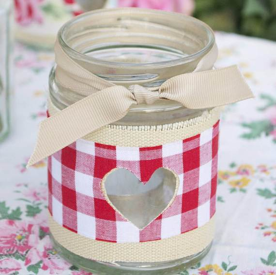 Decorative-Candles-and-Flowers-Cute-Mothers-Day-Gift-Ideas-26