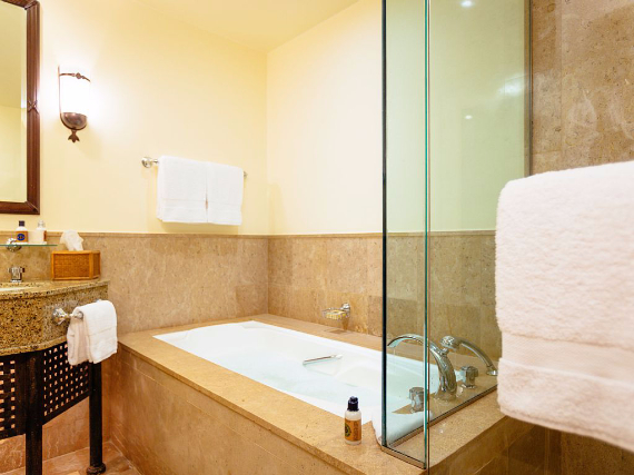 Deluxe Family Suite, Four Seasons Resort Sharm El Sheikh (7)