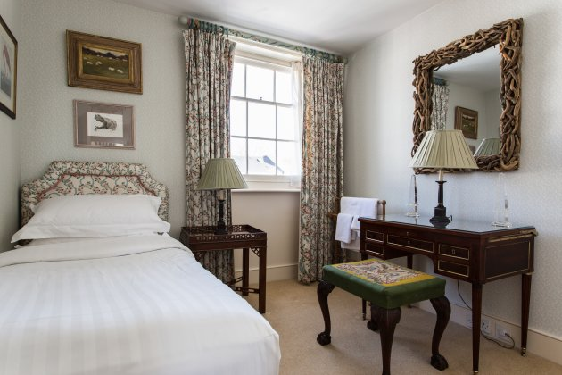 English Elegance Hand-Picked Sydney Place South Kensington (14)