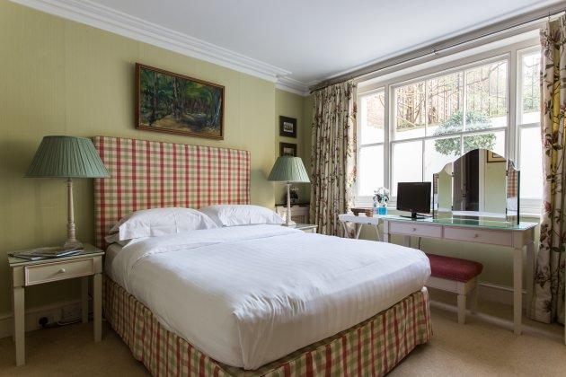 English Elegance Hand-Picked Sydney Place South Kensington (4)
