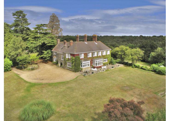 Luxury West Ivy Mansion Offering Striking Panoramic Views in Sussex-England  (12)