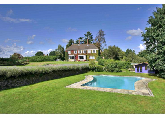 Luxury West Ivy Mansion Offering Striking Panoramic Views in Sussex-England  (16)