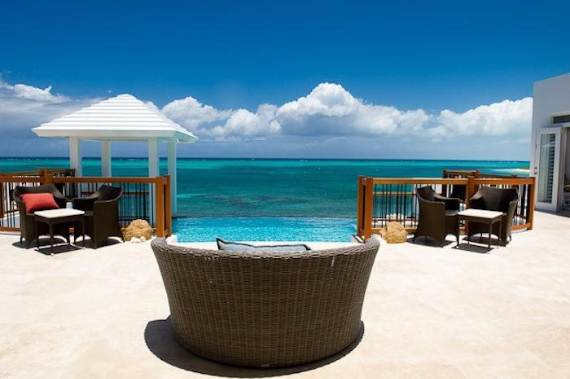 mothers-house-modern-holiday-ocean-villa-in-grand-turk-island-overlooking-the-caribbean-39