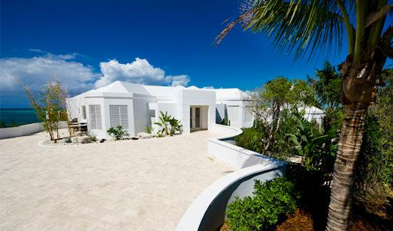 mothers-house-modern-holiday-ocean-villa-in-grand-turk-island-overlooking-the-caribbean-8