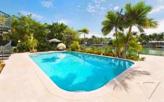 villa-denise-a-summer-waterfront-relaxing-villa-miami-22