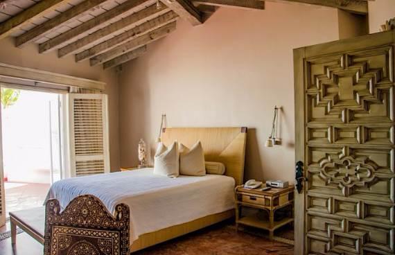 casa-serena-stunning-beachfront-villa-near-four-seasons-31