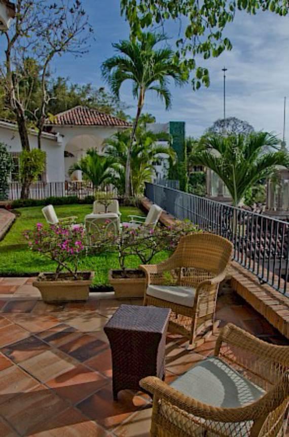 casa-serena-stunning-beachfront-villa-near-four-seasons-41