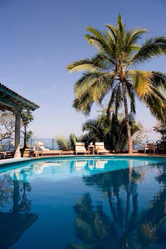 casa-serena-stunning-beachfront-villa-near-four-seasons-9
