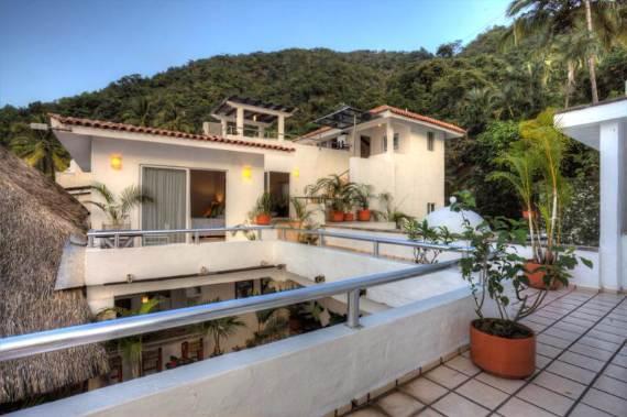 casual-luxury-exuded-by-spacious-villa-in-puerto-vallarta-casa-salinas-i-35