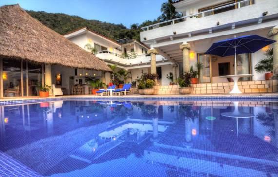 casual-luxury-exuded-by-spacious-villa-in-puerto-vallarta-casa-salinas-i-9