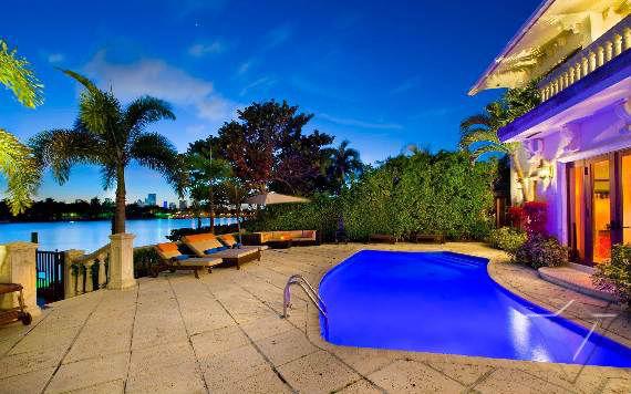 classy-and-elegant-miami-beach-villa-san-michele-6