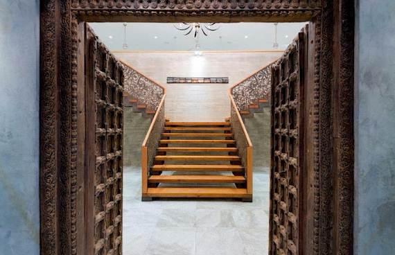 oceanfront-residence-evoking-fortress-like-grandeur-bella-vita-villa-4