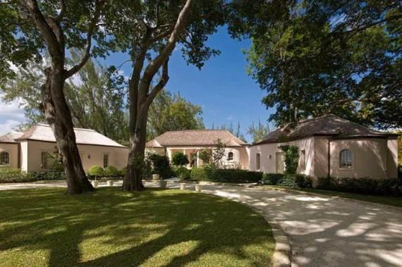 pink-cottage-exclusive-beachfront-garden-villa-rental-in-barbados-11