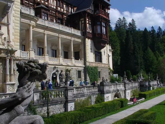 spectacular-peles-castle-in-romania-17