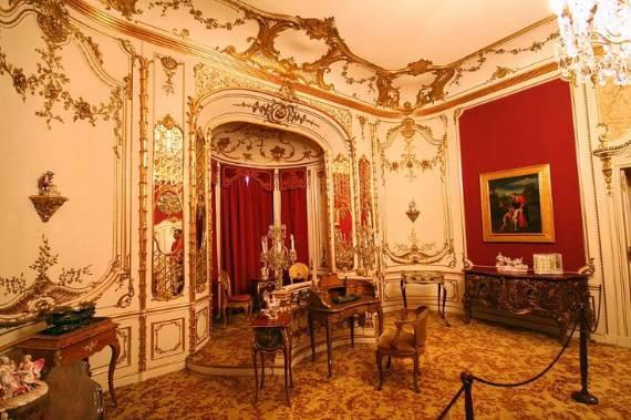 spectacular-peles-castle-in-romania-26