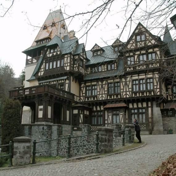 spectacular-peles-castle-in-romania-3