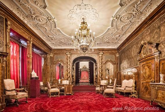 spectacular-peles-castle-in-romania-35